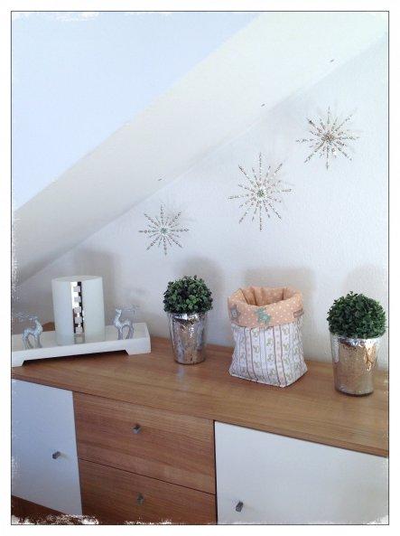 52aef59918876 Sideboard Im Wohnzimmer Weihnachtlich Dekoriert Mit