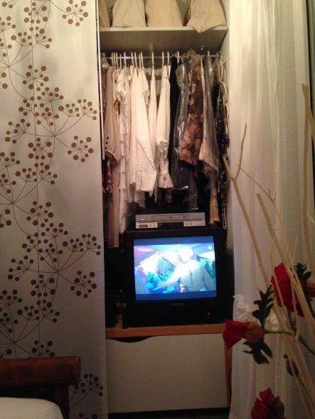 Da ich im SZ keinen Fernseher mag, kann man ihn so gut verstecken.