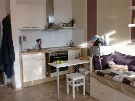 Meine kleine Küche mit Theke zum Sitzen, Essen und Arbeiten