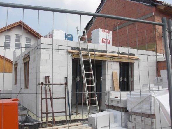 Hausfassade / Außenansichten 'Baustelle'