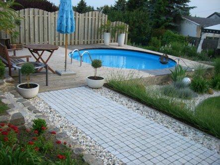 fertig mit Pool und Terrasse