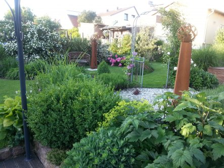 Einmal quer durch den Garten