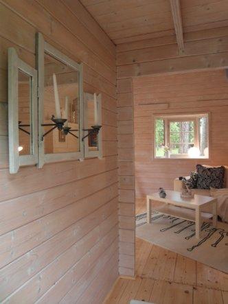 einladender Eingangsbereich mit Blick auf den Wohnraum