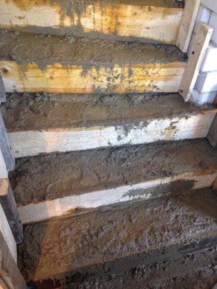 17.01.15: Und hier kommt die neue Treppe. Da hatten wir echt was zu schleppen...