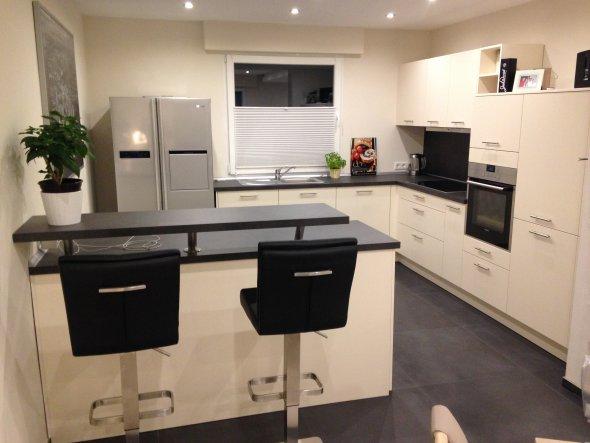 03.10.2015: Die Küche ist fertig. Hier fehlt noch der passende Schliff durch Deko.