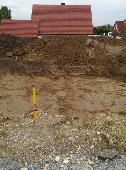Juhuuu endlich wurde unsere Baugrube ausgehoben.
