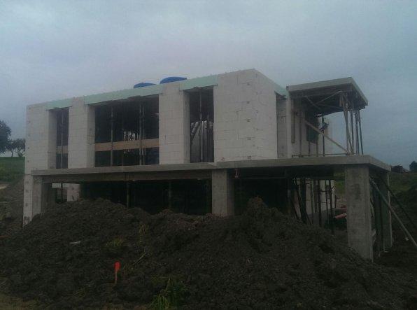 EG-Decke, Terrasse und Balkon nun geliefe