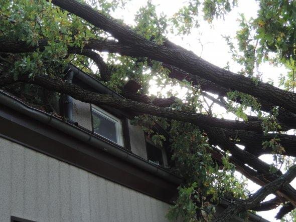 Hausfassade / Außenansichten 'Sturm zerstört unser Haus / Fassade Aussenansicht 2017'