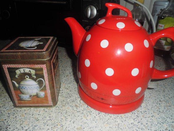 Hallo Ihr Lieben, ich muss erst noch umziehen, dann werde ich hier neue Bilder posten...bis dahin erst mal ein Bild von meinem neuen Keramik Wasserkoc