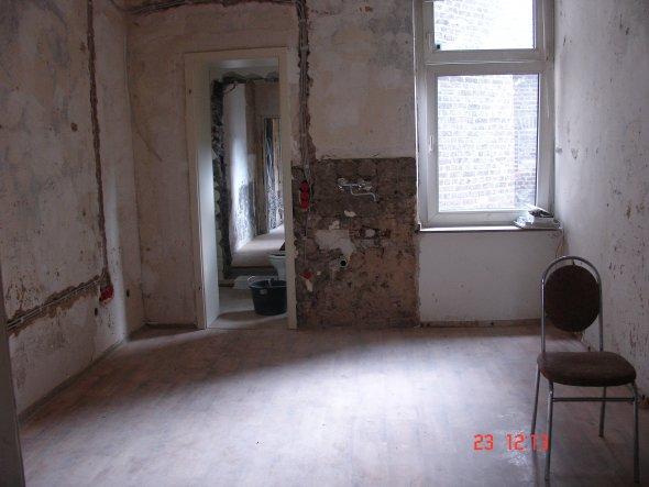 Der Blick vom zukünftig winzigen Durchgangswohnzimmer