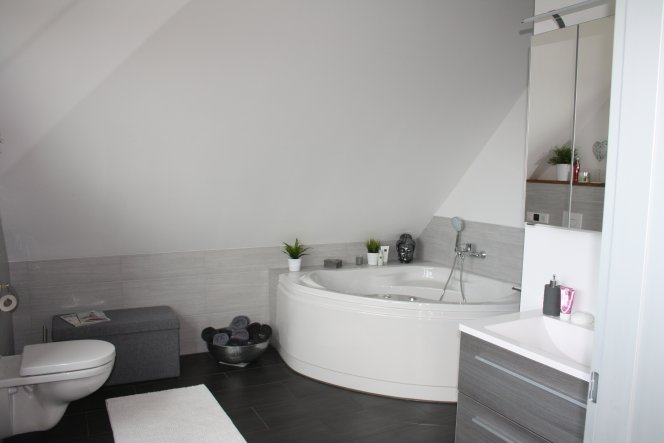 Unser Bad mit Whirlpool!