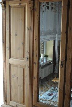 Schlafzimmerschr. weiß gestrichen....