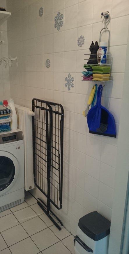 Dank dem Wäschetrockner über der Waschmaschine und dem Trockner brauchen wir die den großen Wäschetrockner selten, aber für den Notfall ist er da. Auc