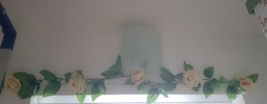 Über der Tür befindet sich die Lampe - da ich nicht viel Platz hatte ging sich nur eine normale Wandlampe aus, die allerdings von unten eher unschön (