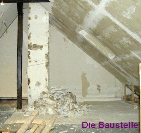 die Gipskartonwand am Kamin ist entfernt und die Trennwand zum Kleiderkämmerchen abgerissen
