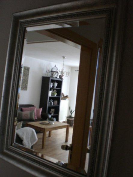 das Bild ist vom Flur aus durch den Spiegel fotografiert