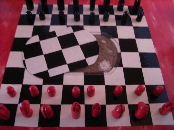Das ebenfalls aufgemalte übergroße Schachbrett bietet viel Spaß mit Freunden nach getaner Arbeit;)Dazu wird das Dekorative Loch in der Mitte des Schac