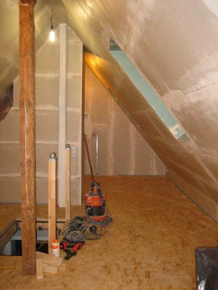 wohnzimmer 39 dachboden vorher nachher 39 unser zuhause zimmerschau. Black Bedroom Furniture Sets. Home Design Ideas