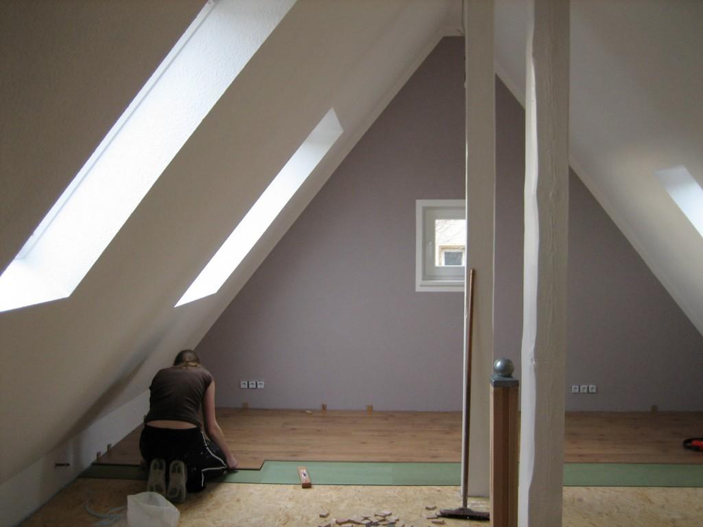 dachboden ausbauen fu boden dachboden ausbauen stunning komplett wrmedmmung verkleidung mit. Black Bedroom Furniture Sets. Home Design Ideas