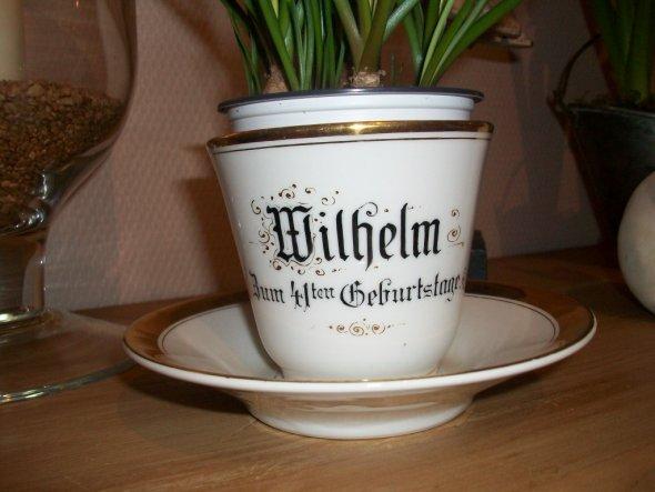 Diese Tasse bekam mein Opa zum 41. Geburtstag, er trank daraus abends immer sein Milchsüppchen mit Rosinen....sie ist mittlerweile 80 Jahre alt
