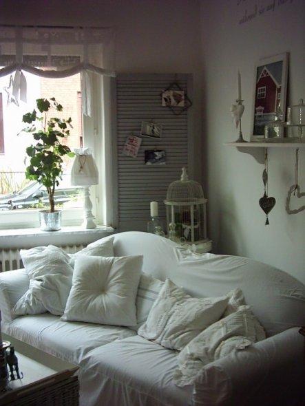 habe dem sofa einfach ein weißes winterkleid genäht! ob es ihm wohl gefällt???
