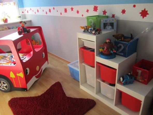 kinderzimmer 39 jungen zimmer 39 unser haus zimmerschau. Black Bedroom Furniture Sets. Home Design Ideas