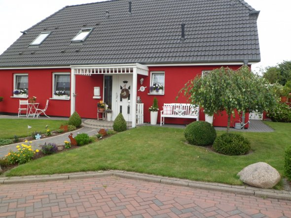 hausfassade au enansichten 39 unser haus nun in rot 39 home sweet home nach den umbau. Black Bedroom Furniture Sets. Home Design Ideas