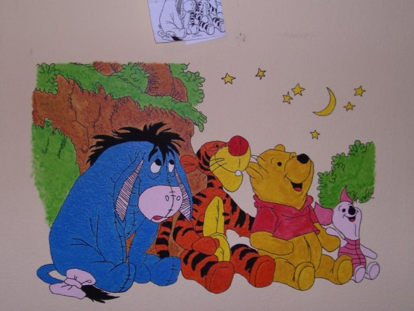 Das neue Zimmer meines Sohne`s war eindeutig zu langweilig. Also habe ich mir dieses Motiv ausgesucht und es an die Wand gemalt.