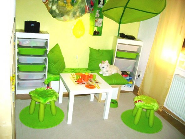 kinderzimmer in gelb und gr n bibkunstschuur. Black Bedroom Furniture Sets. Home Design Ideas