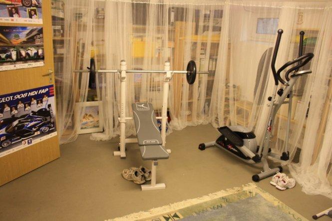 mal eine Abwechslung zum Tischtnnisspielen: kleiner Fitnessraum!! Sehr praktisch!