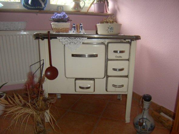 Der alte Ofen stammt leider nicht von meinen Grosseltern. Den hab ich vom WELTBESTEN GÖTTERGATTEN zum Geburtstag bekommen. Er hat mir damit einen Trau