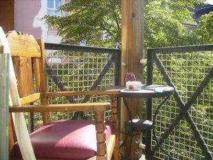terrasse balkon 39 terasse landhaus 39 landh uschen zimmerschau. Black Bedroom Furniture Sets. Home Design Ideas