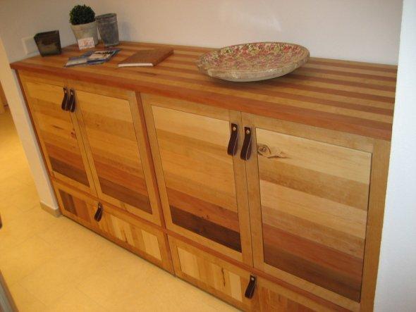 Das Wohnzimmer mit Massivholz-Möbeln einrichten - Zimmerschau