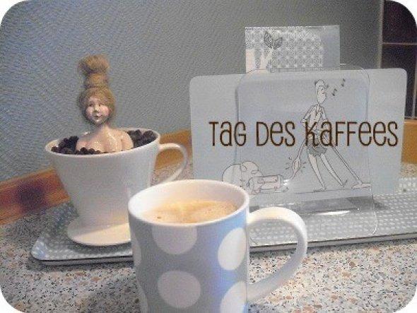 30.09.11 - Tag des Kaffees - Mathilde nimmt ein Kaffeebohnenbad in einem Melitta Filter!