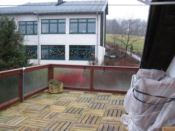 terrasse balkon 39 hauseingang 39 mietwohnung dg wilnsdorf zimmerschau. Black Bedroom Furniture Sets. Home Design Ideas