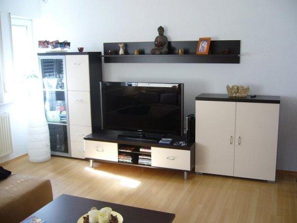 meine schlichte Wohnwand mit passendem Fernseher ;-P