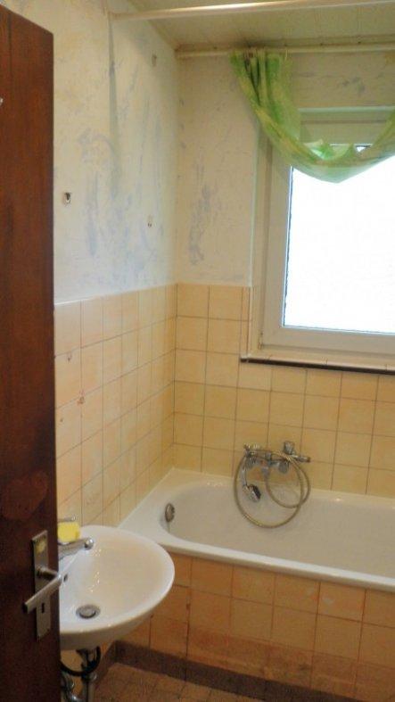 """hab hier mal ein """"vorher - nachher"""" eines selbst renovierten Bads eingestellt, sozusagen als Beispiel :-)"""