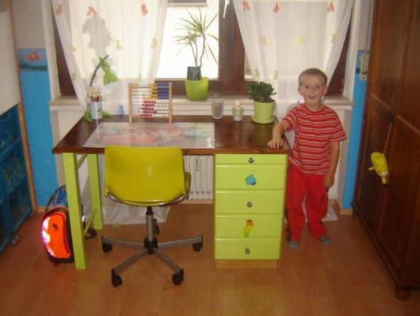 Den Schreibtisch haben wir selber gebaut!