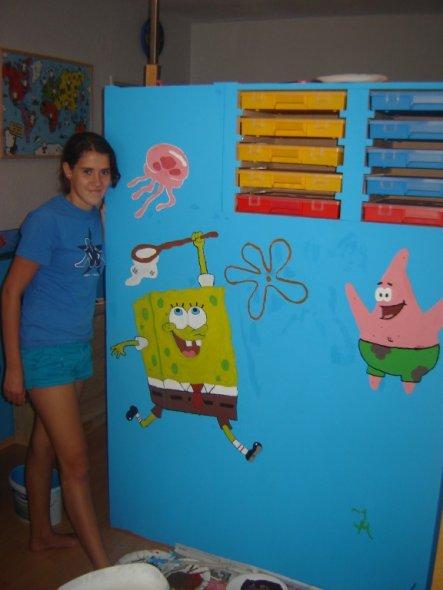 Der Spongebob wurde von meiner Schwägerin frei Hand gemalt ohne Schablone oder sowas...ich finde sie hat das sehr gut hinbekommen und meine zwei Söhne
