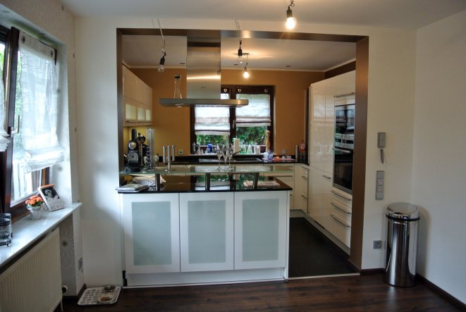 offene kuche wohnzimmer modern: fußböden on.