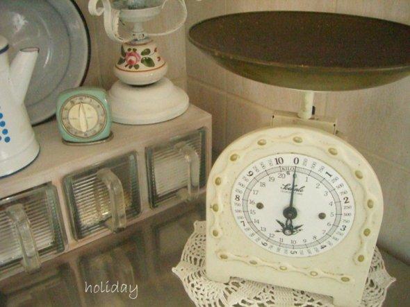 stelle gerade fest, dass ich unbedingt neue Fotos von meiner Küche machen muß ...sieht gar nix mehr so aus, wie auf den Bildern ...
