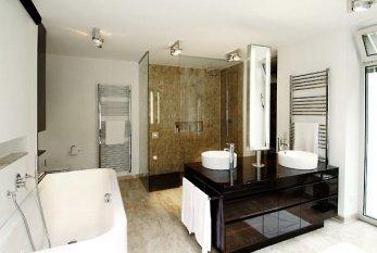 Bathroom / Main