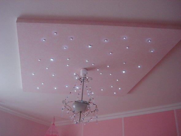 Dies ist das schönste im Raum, es wurde selbst gebaut und besteht ca. aus 50 LED's. Sieht abends wunderschön aus...