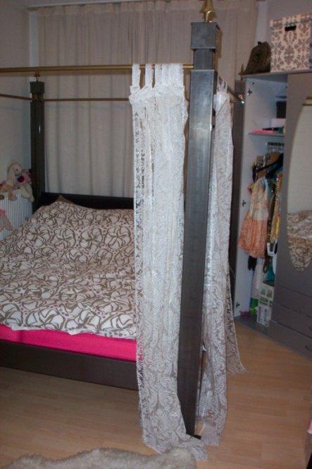 Das Chaos-Zimmer... Das Bett musste es unbedingt sein...doch leider für diese Wohnung dann viel zu sperrig gewesen. Bin mit dem Zimmer auch noch nicht