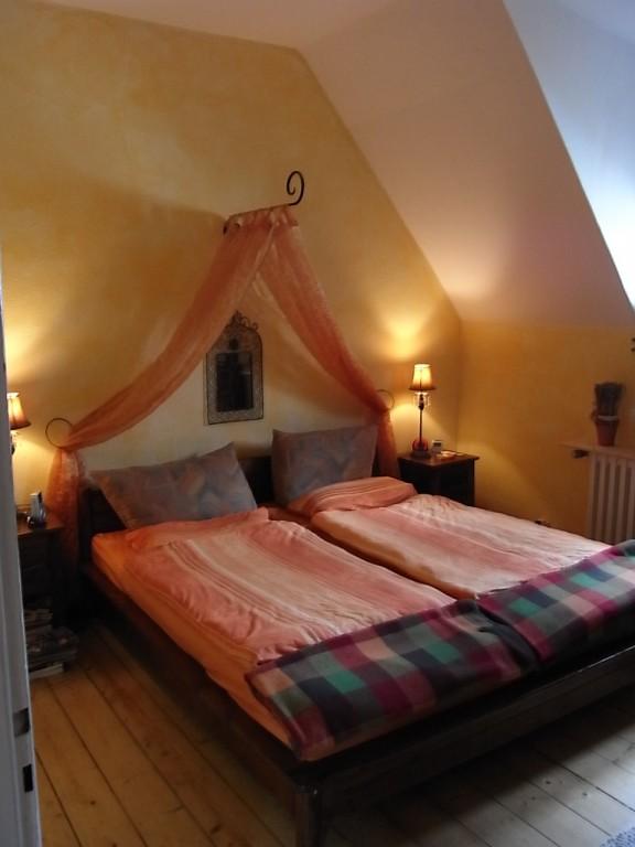 schlafzimmer vorhange dunkel verschiedene ideen f r die raumgestaltung inspiration. Black Bedroom Furniture Sets. Home Design Ideas