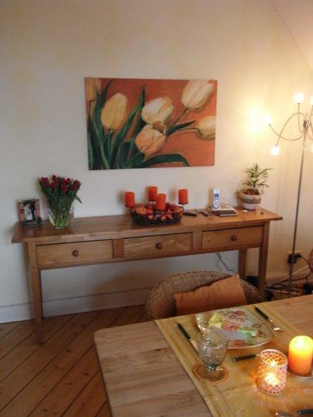 Ich mag das Tulpenbild, mein Mann haßt es. Jetzt sitze ich immer so am Tisch, dass ich drauf gucken kann, er guckt zum Fenster und nach draussen ;-)))