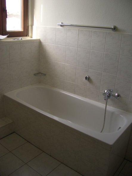 Damit Ihr mal einen Vergleich habt, wie kümmerlich das Bad vorm Renovieren und Dekorieren aussah. Einfach nur furchtbar!!!!