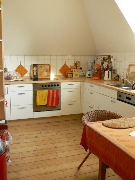 Ich überlege, hier an die Dachschräge ein Wandtattoo mit einem Küchenspruch hinzumachen, bin aber noch nicht ganz sicher!