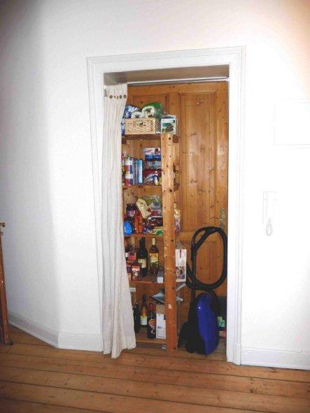 tipp von bellalionessa staubsaugerversteck und vorratsregal zimmerschau. Black Bedroom Furniture Sets. Home Design Ideas