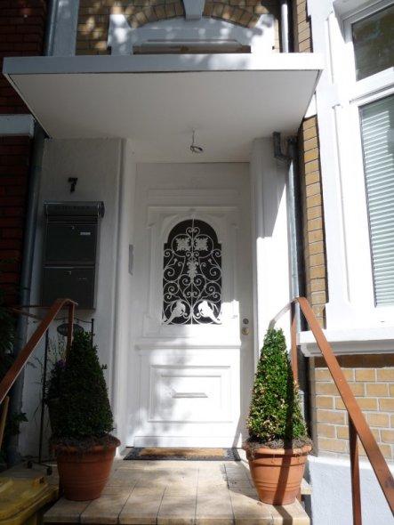 Ich liebe diese Türe... Der Energieberater meinte, dass man aus Energiespargründen die Türe wechseln müsse... da er gleichzeitig auch Architekt ist, m